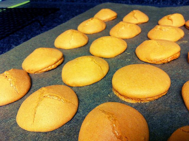 macaron-shell-baking-disaster