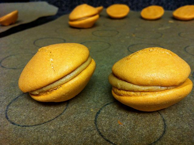 salted-caramel-macaron-box-mix