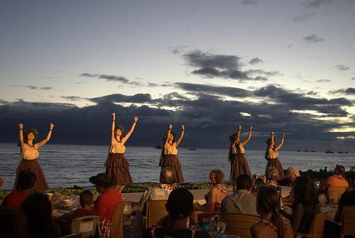 luau-dancers