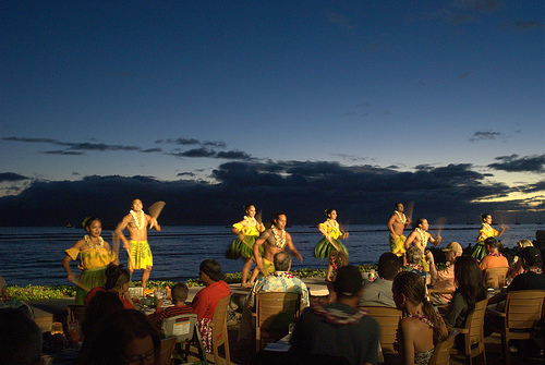 luau-women-dancers