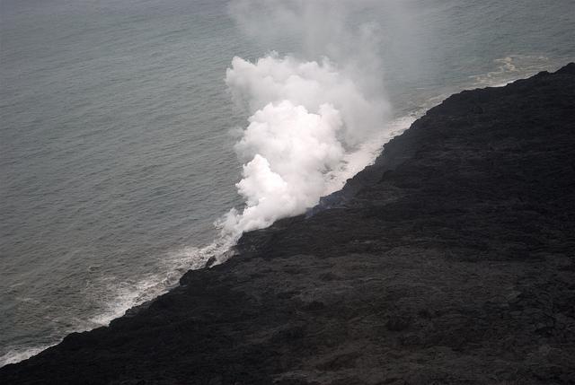 kilauea-lava-ocean