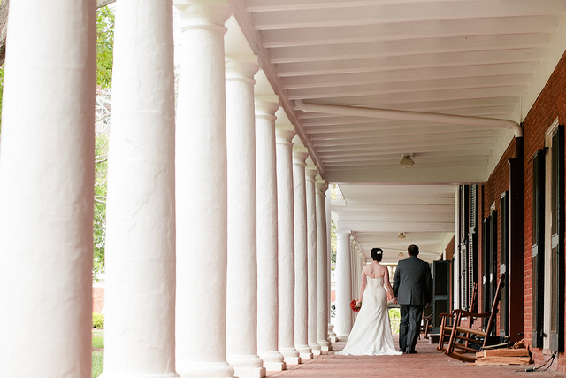 uva-lawn-column-wedding