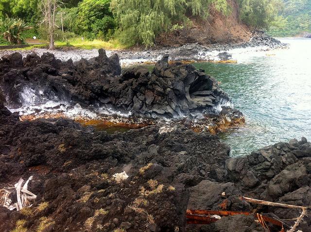 road-to-hana-volcanic-rock